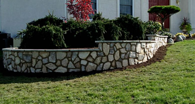 Step–down stone wall and planter