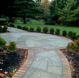 Irregular flagstone circular walkway