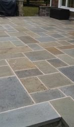 Flagstone patio in concrete